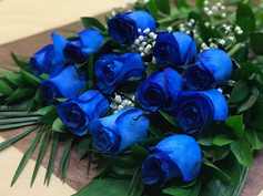 12 roses bleues 110$