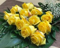 12 roses jaunes 90$