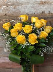 12 roses jaunes avec vase 105$