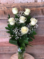 6 roses blanches avec vase 61$