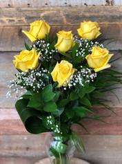 6 roses jaunes avec vase 61$