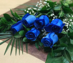6 roses bleues 58$