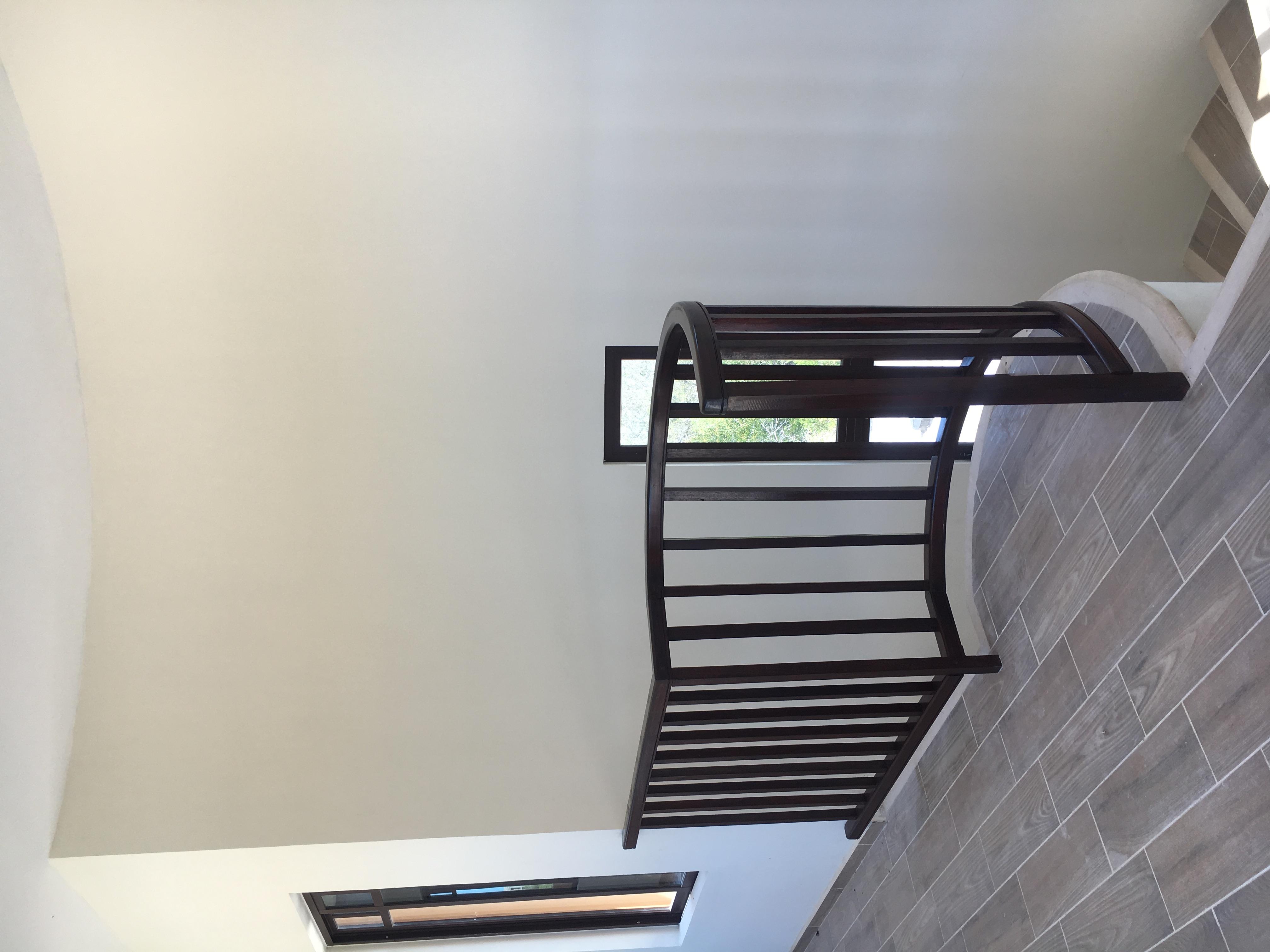 Upstairs / Escaleras