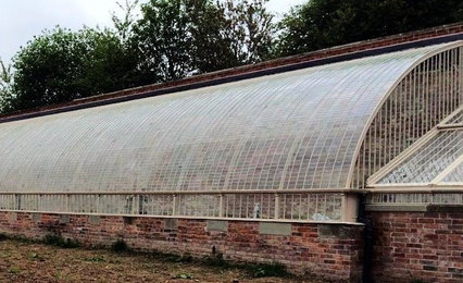 Detail of the curved roof.