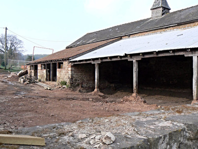 Derelict Herefordshire barn complete with old tin roof.