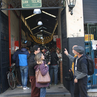 Turistas en Mercado de San telmo