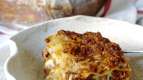 """Lasagna vegan con """"ragù"""" di lenticchie"""