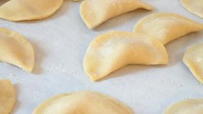 Ravioli integrali alla zucca fatti in casa - con crema di noci e salvia
