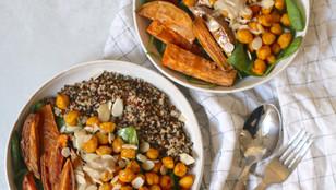 Quinoa con ceci speziati e patate dolci al forno