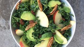 Insalata di Cavolo Kale con Mele, Noci pecan, Avocado