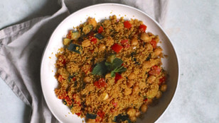 Cous cous vegano con curry e verdure