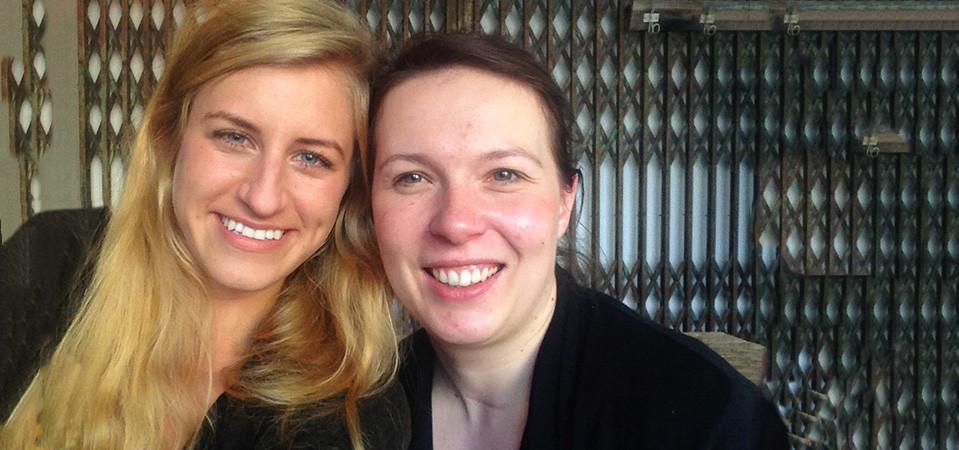 Selfie von zwei jungen Frauen, Laura Hanske und Lia Schmökel