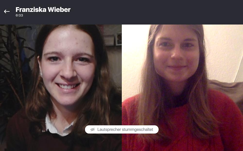 2 junge Frauen während eines Online Interviews