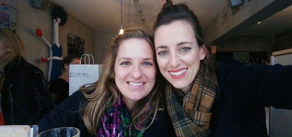 Selfie von zwei jungen Frauen, Alexandra Ecker und Simone Frey