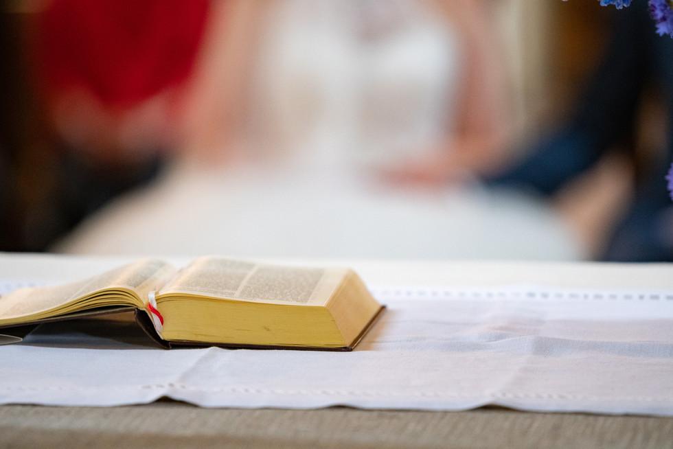 Bibel bei der kirchlichen Trauung