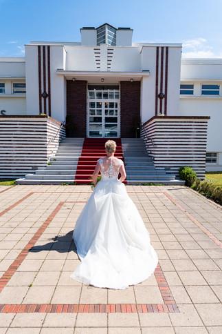 Braut vor dem Kurhaus