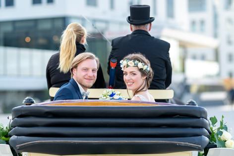 Hochzeitskutsche vor Hotel Neptun