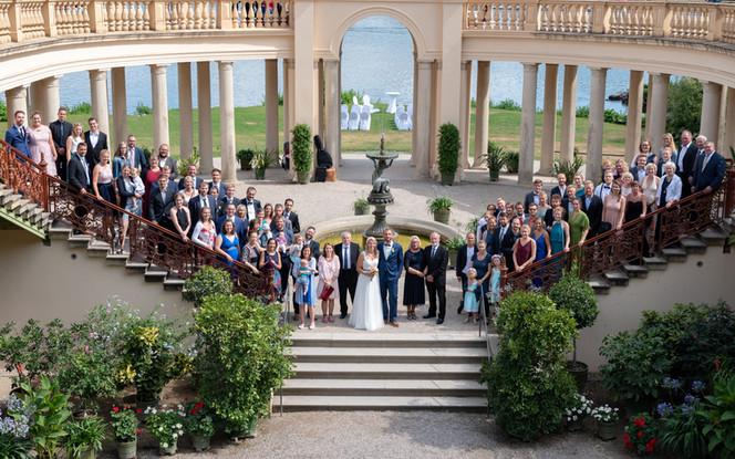 Hochzeitsgesellschaft im Schweriner Schlosspark