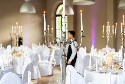 Festliche Tischdekoration zur Hochzeit