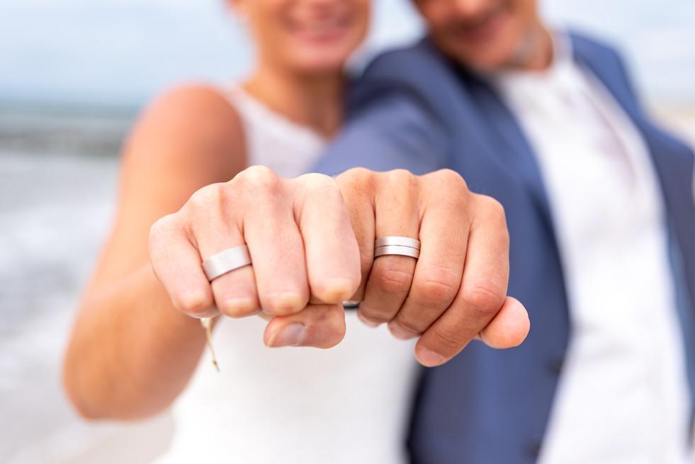 Eheringe während Hochzeitsshootings