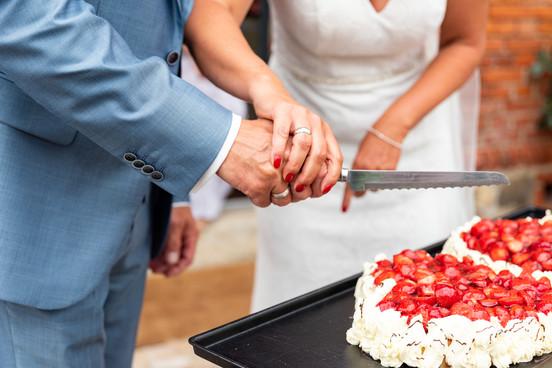 Anschneiden Hochzeitstorte