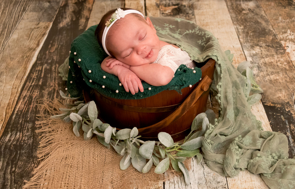 Mia-Newborn_9.jpg