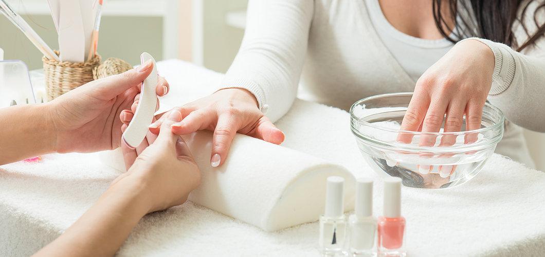 Allure signature manicure