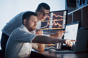 team-stockbrokers-are-having-conversatio