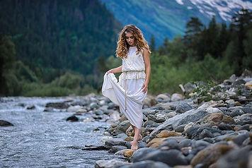 057_горная река_женщина.jpg