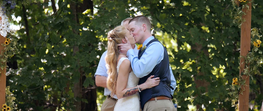 a Memorable First Kiss at the End of Your Wedding Ceremony