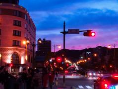 街角の夕空