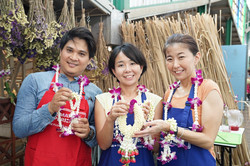 Garland-making-bangkok-with-joke (2)
