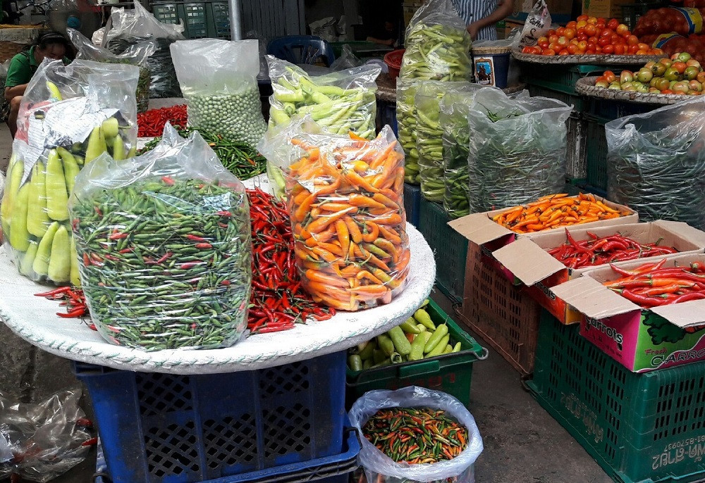 Lots of different kinds of chillies are available n Thailand