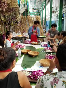 Garland-making-bangkok-with-joke (4)