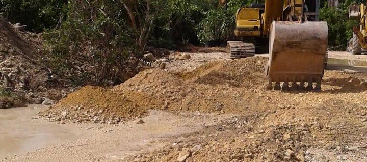 Grading and levelling of the site area . . . #WellnessSiteClearing #SiteWork #Equipment #HeavyEquipment #CaymanIslands #SiteGrubbing #Caterpillar