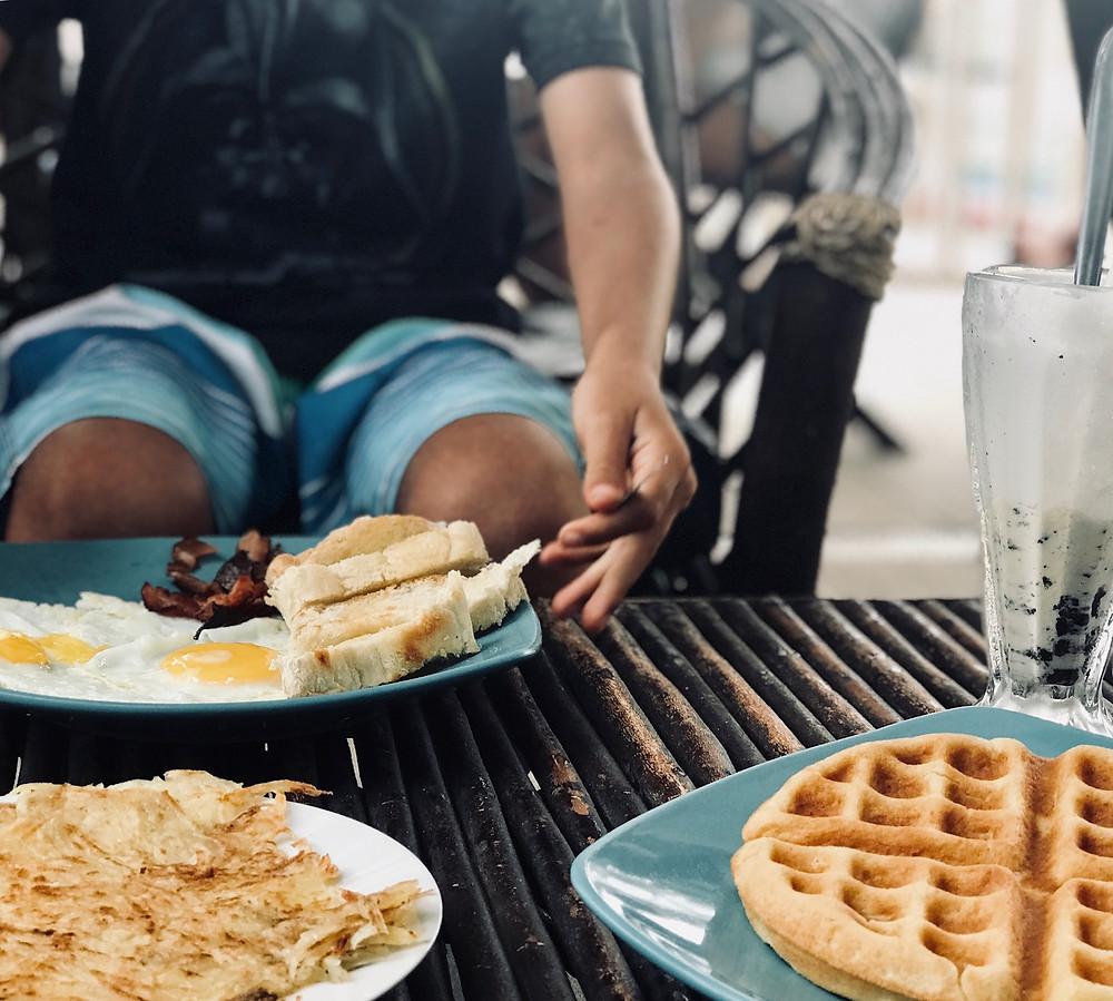 Nos gusta comer fuera, el día de la madre es la excusa perfecta para hacerlo