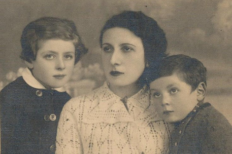 Shulamit Aloni was born in Poland and raised in Tel Aviv by her mother Yehudit Adler, her father David Adler (not in photo) and her younger brother Mordechai, who died at the age of 12.