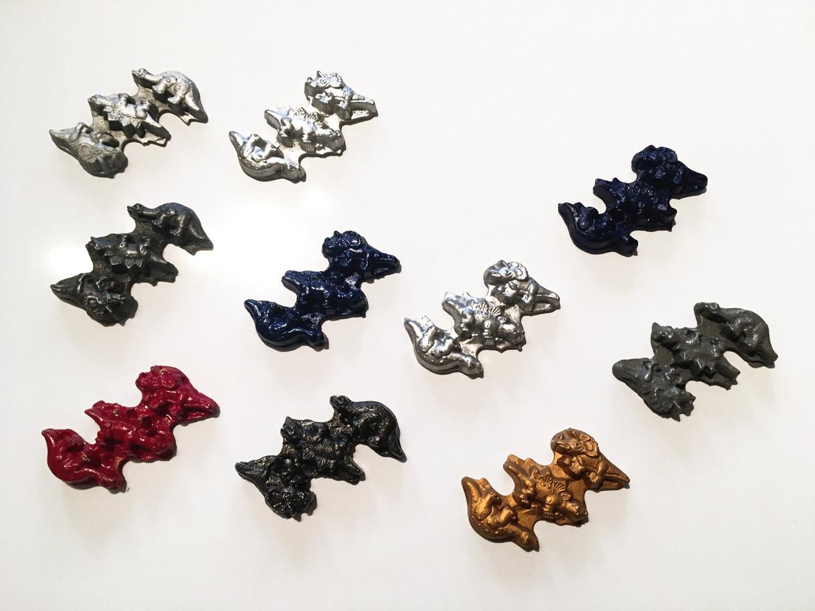 Dinosaur GROUP 1 (10 pieces) Synthetic resin, color pigment, chrome varnish, aluminum powder, liquid gold 10 x 6 cm 2015