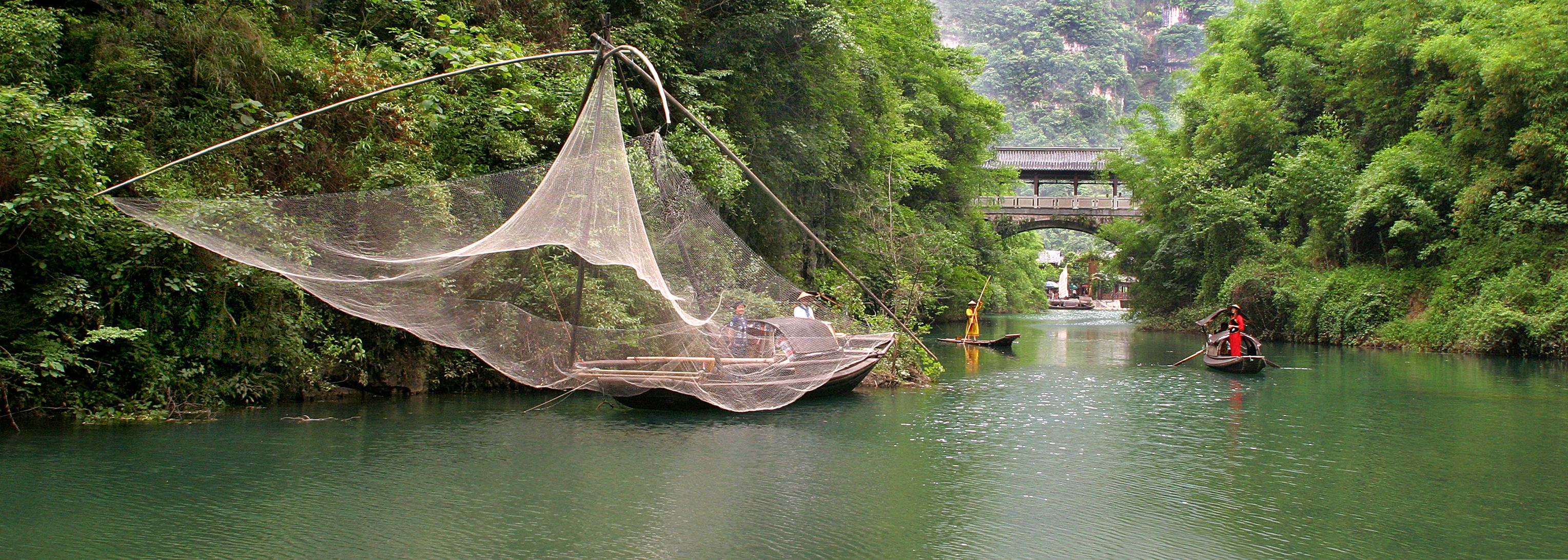 Residents by the bank of Yangtze