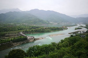 俯瞰都江堰.jpg