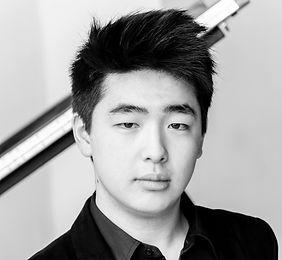 Kojiro Okada (noir et blanc) - recadré.jpg