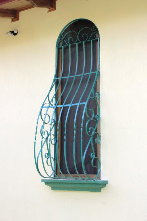 rear iron work example_1273_512x768.jpg