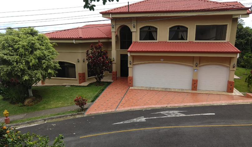 5 bedroom 5 1/2 Bath Home For Sale