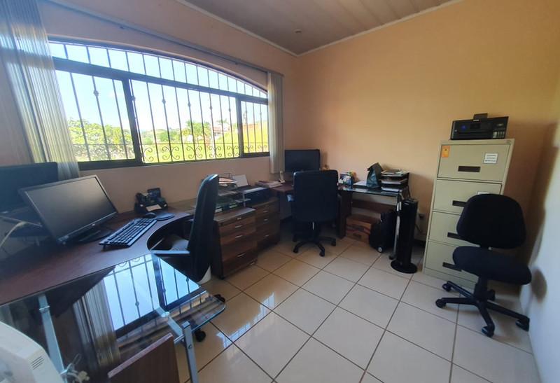 Picture 12 Bedroom.jpg