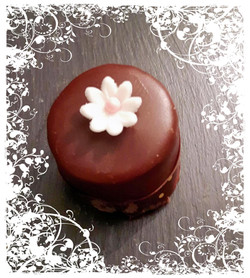 Sacher Petit Four