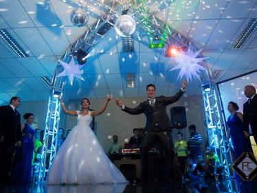 Serviços de DJs para Casamentos, Aniversários, 15 anos, Formaturas e Festas em Geral