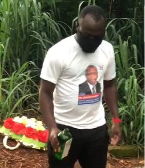 Kwadaso: Kingsley Nyarko Campaign Team Member Invoke Curses On Delegates At A Cemetery