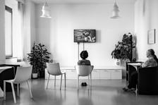 Centro Salute Mentale della Maddalena  E' situato in una palazzina dell'ex ospedale della Maddalena a Trieste ed è dotato di 8 posti letto garantendo l'ospitalità sulle 24 ore, le porte sono sempre aperte. E' uno dei quattro centri di salute mentale presenti a Trieste per un totale di 26 posti letto. Il CSM della Maddalena si occupa di prevenzione, diagnosi, cura e riabilitazione psichiatrica. Qui anche gli ambienti e gli arredi sono molto curati. Basaglia ai tempi del manicomio comperava sedie di design come gesto di provocazione per dire che il bello, nella peggiore delle ipotesi, produce un effetto positivo.