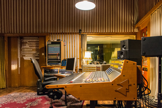 A discapito dell'oramai non recentissima data di progettazione, gli studi della Funkhaus continuano ancora ad attirare artisti internazionali, orchestre e produttori musicali grazie alla qualità del suono, al tempo di riverbero ottimale ed alla bontà delle attrezzature presenti.
