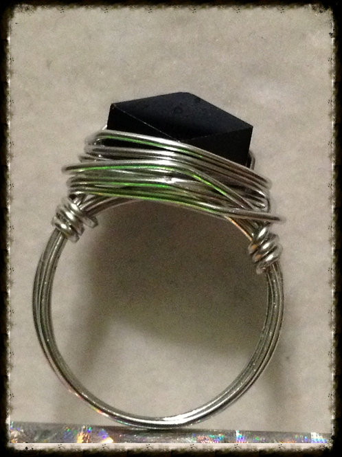 Blk Tube Crystal Wire-wrapped Ring